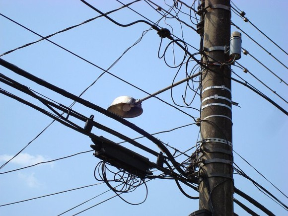 800px-Utility_pole_in_Curitiba